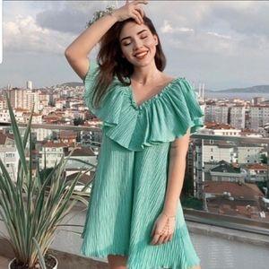 Zara Voluminous pleated dress